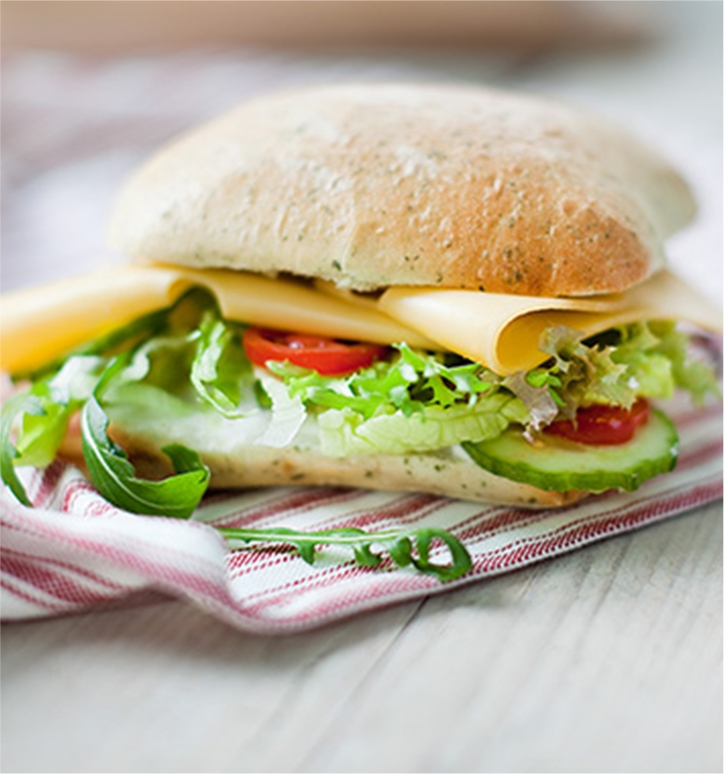 "alt=""Foodfotografie: broodje beemsterkaas"""